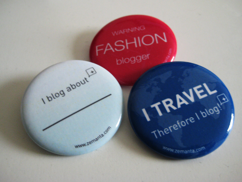 Picture of three badges reading: Warning fashion blogger; I travel therefore I blog; I blog about