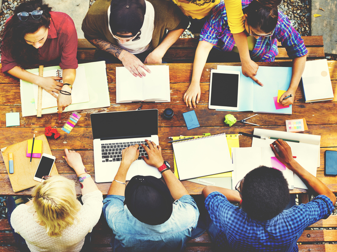 Picture of a small group of students working collaboratively (c) Shutterstock